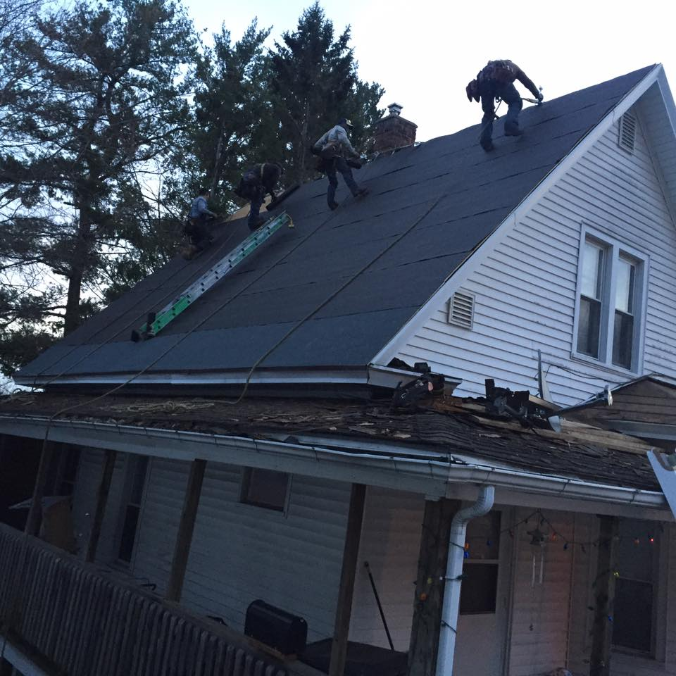 roofers-in-residential-home